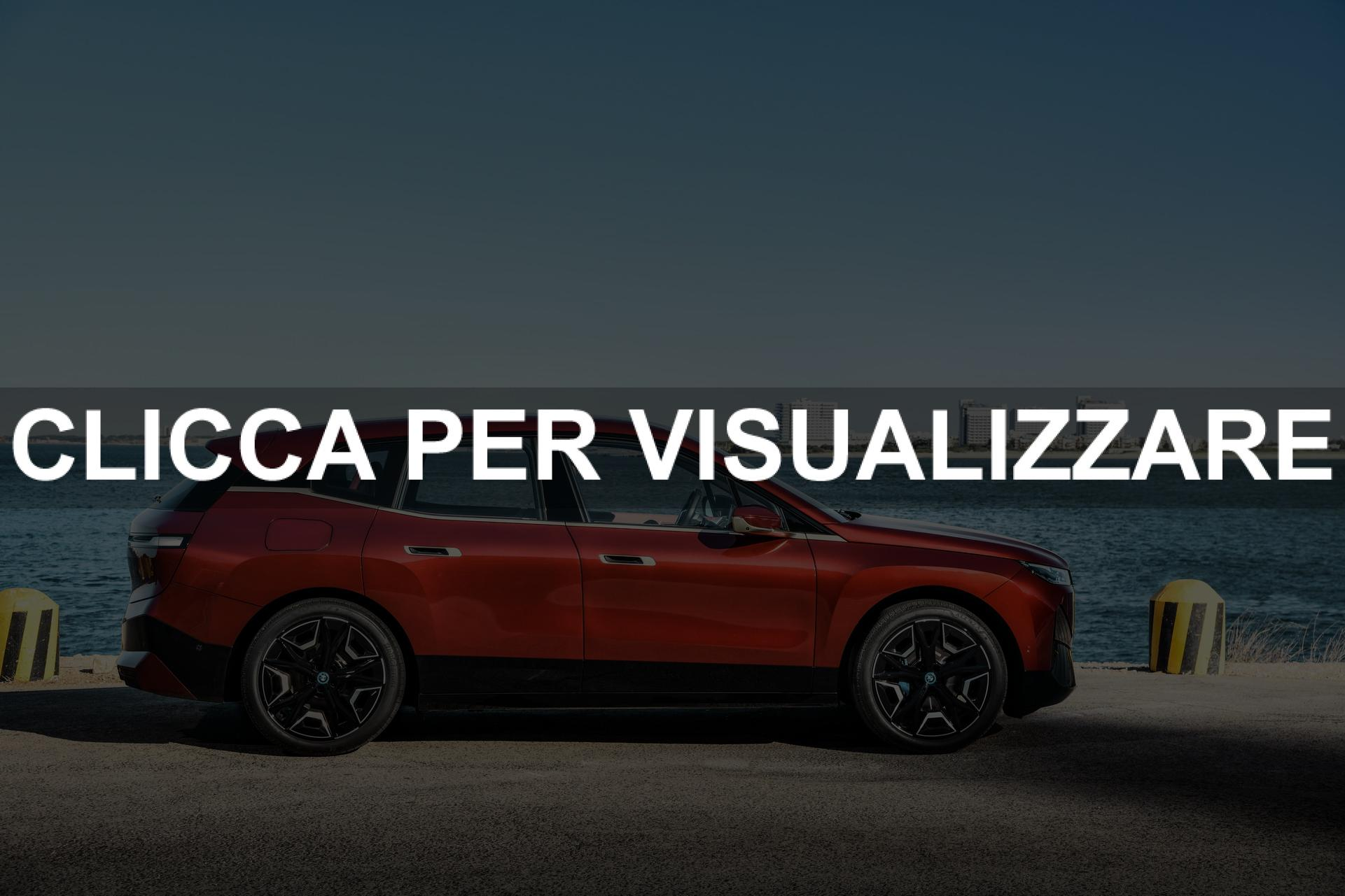 BMW iX foto fiancata